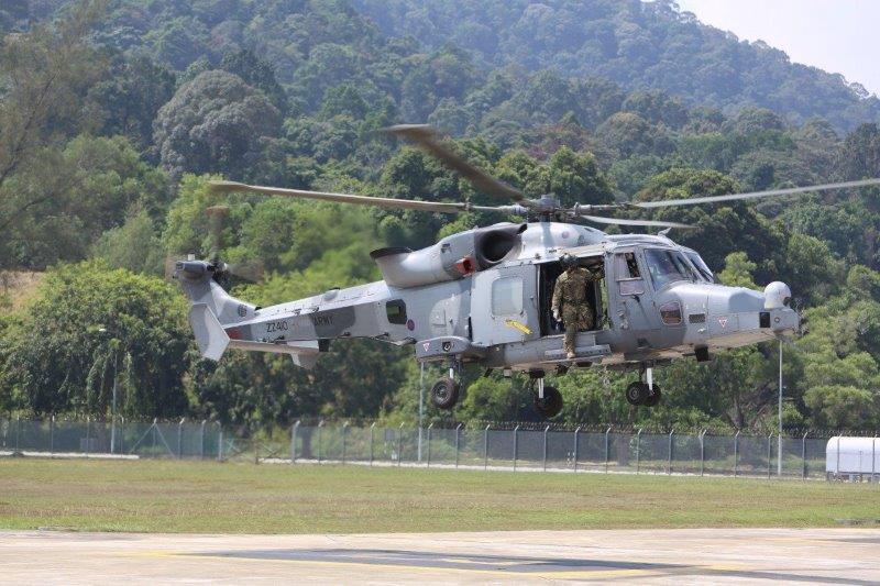 Leonardo presenta alle forze armate malesi il nuovo elicottero navale AW159